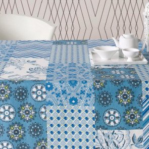 Courbet blå, akryldug med patchwork tern, 160 cm bred