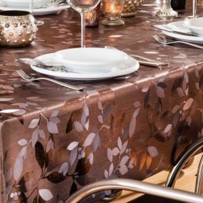 Voksdug i metal-look i guld-brun med flot præget blad-mønster. Leveres på rulle inden for 1-2 arbejdsdage. Køb din nye dug på voksdugen.dk
